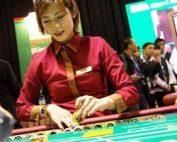 Croupière dans un casino de Macao