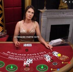 Image d'une table de black jack en live retransmise en direct live aux internautes