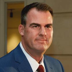 Le gouverneur de l'Oklahoma Kevin Stitt Vs les deux chambres législatives
