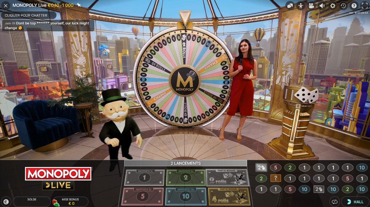 Animatrice du jeu de Monopoly en live avec Monsieur Monopoly