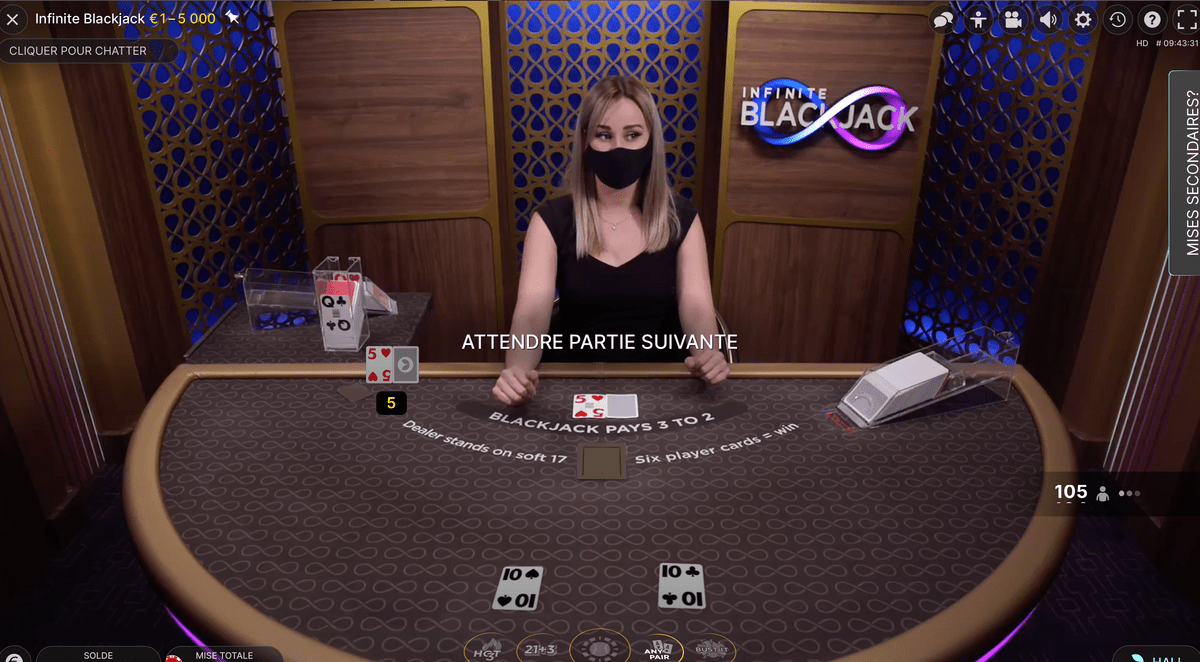 Croupière en direct à la table Infinite Blackjack