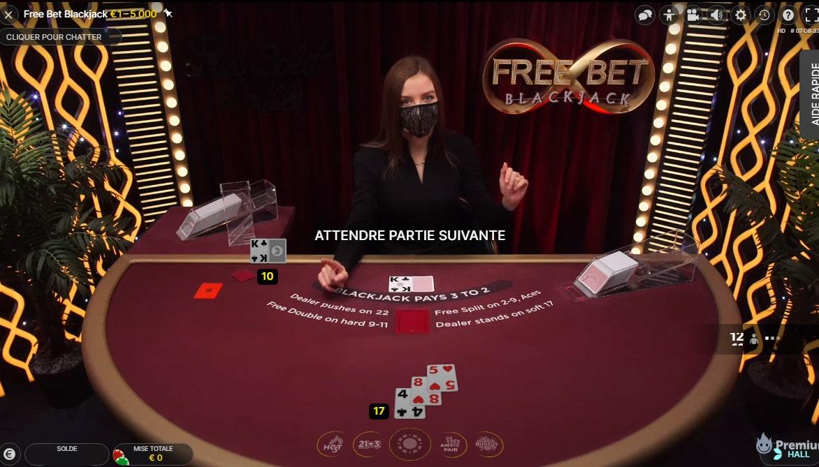 Croupier en live sur la table Free bet Blackjack d'Evolution